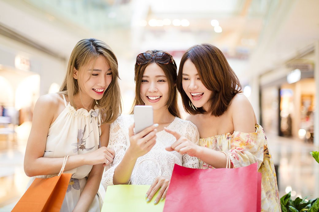 Young_woman_Shopping_Bags
